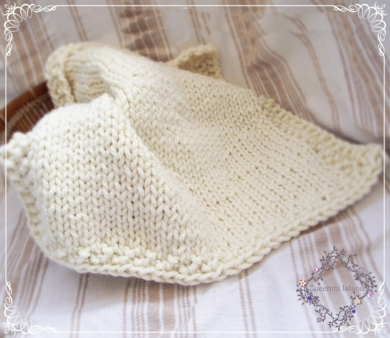 Chunky Knit off white blanketm